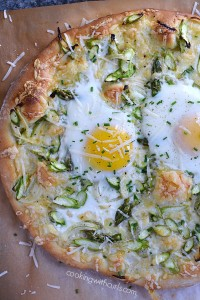 Fresh-delicious-and-perfect-for-spring-Asparagus-Brunch-Pizza-cookingwithcurls.com_