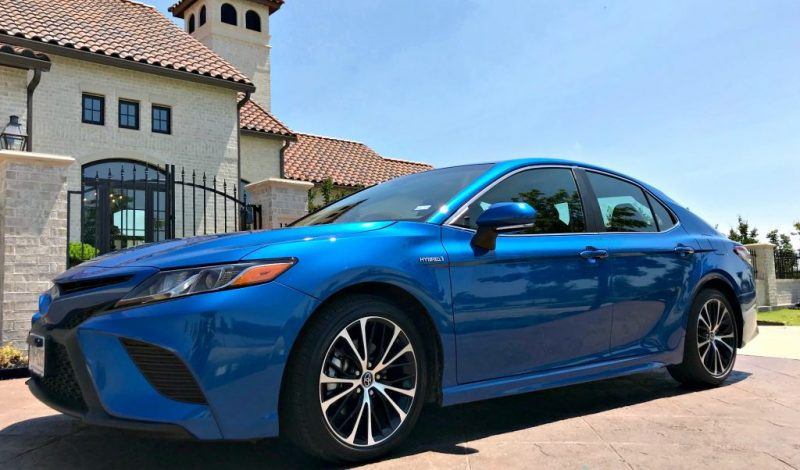 Four Ways the Toyota Camry Hybrid – Pampers you!